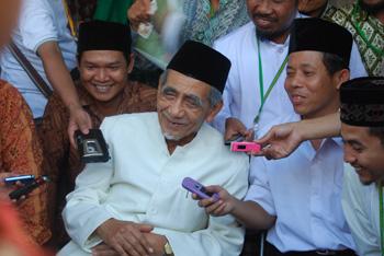 KH. Maimun Zubair PP. al Anwar Sarang Rembang